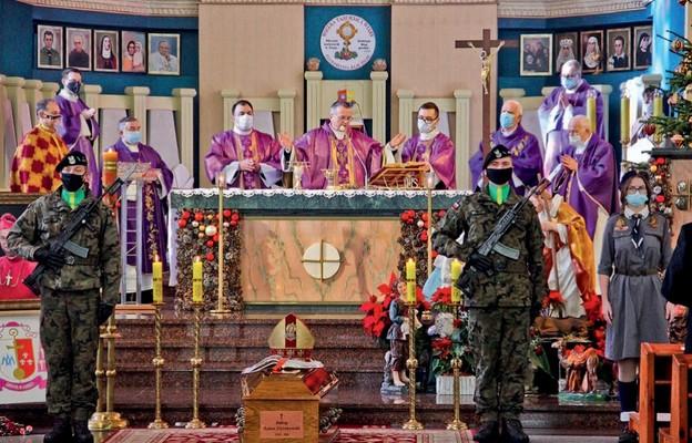 Biskupi spoczęli wkatedrze