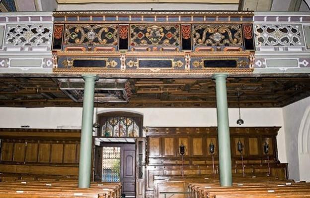 Część balustrady, empory zachodniej po konserwacji przeprowadzonej w2020 r.
