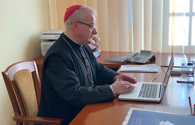 Bp Marek Mendyk, jako pierwszy rejestruje swój udział w modlitewnej inicjatywie