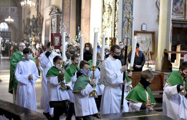 Intronizacja księgi słowa Bożego w świdnickiej katedrze