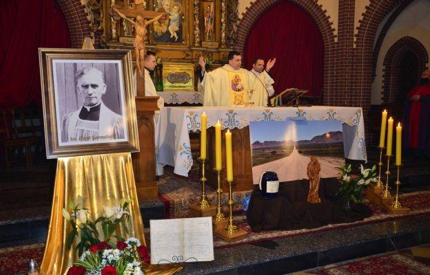 Mszy św. przewodniczył obecny proboszcz ks. Bogusław Wolański