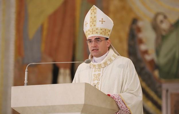 Bp Robert Chrząszcz