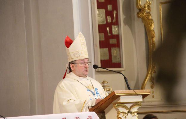 Bp Stefan Regmunt przewodniczył Mszy św. i wygłosił homilię z okazji Światowego Dnia Chorych w Rokitnie