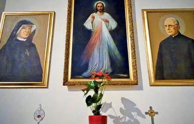 W kościele znajdują się relikwie św. s. Faustyny i bł. ks. Sopoćki