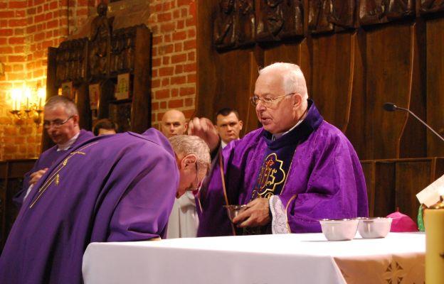 Obrzęd posypania głów popiołem w katedrze gorzowskiej