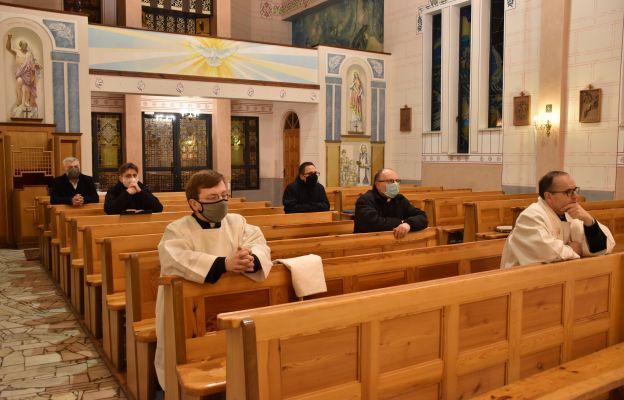 Adoracja kapłańska w sanktuarium w Mzykach, 18.12.2020