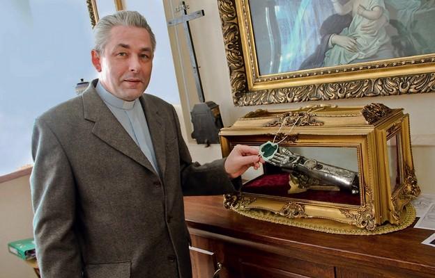 Skoro są to relikwie naszego patrona, to zależało mi na tym, żeby były w kościele, i to właśnie w ołtarzu – mówi ks. Dariusz Ludwikowski