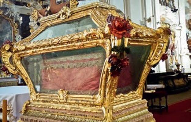 Relikwie św. Walentego przechowywane są w ozdobnym relikwiarzu