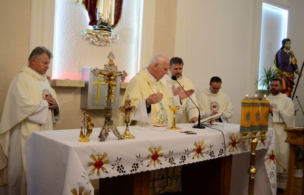 W każdą pierwszą sobotę miesiąca bp Ignacy sprawuje Mszę św. w  diecezjalnym sanktuarium MB Fatimskiej