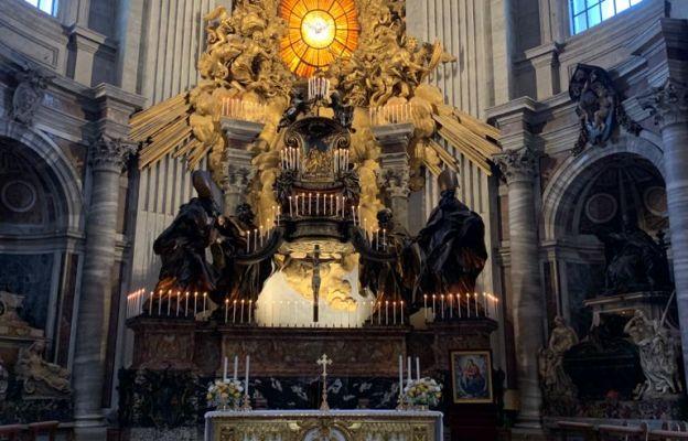 22 lutego zapalane są wszystkie świece w ołtarzu Katedry