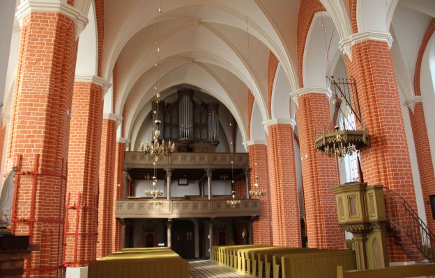 Pięknieje wnętrze kościoła Chrystusa Króla w Dobiegniewie