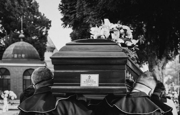 Kęty: pogrzeb tragicznie zmarłego 34-letniego narciarza, oddanego męża, wspaniałego ojca