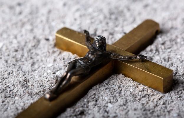 Gdy grom się zbliża, pośpiesz do Krzyża