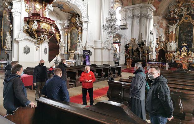 Była także okazja do poznania historii pocysterskiego kościoła.