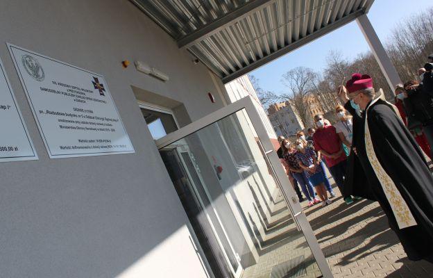 Biskup Tadeusz Lityński dokonał poświęcenia nowego budynku szpitala wojskowego w Żarach