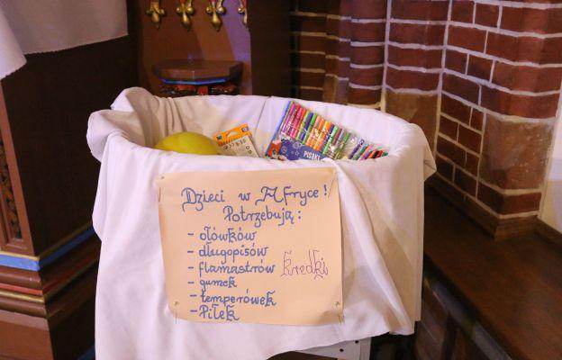 Potrzebne rzeczy można zostawić w koszu w kościele