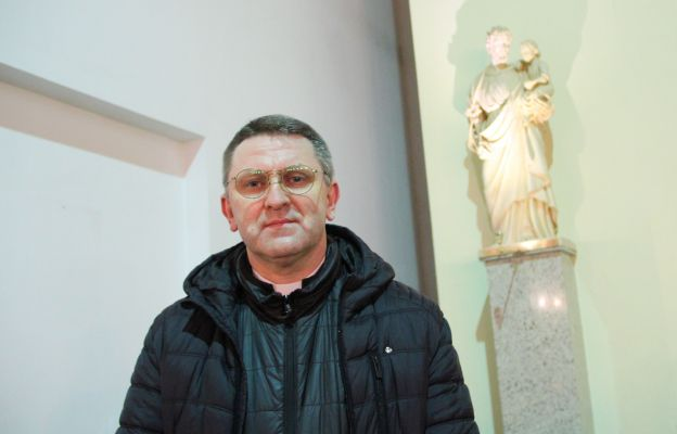 Św. Józef może dzisiaj nas szczególnie nauczyć słuchania Pana Boga, który mówi do nas także poprzez różne sytuacje - mówi ks. Janusz Mikołajewicz
