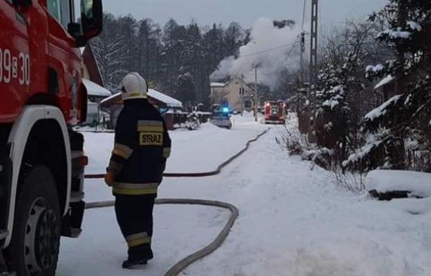 Pożar zniszczył poddasze.