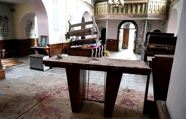 Zniszczenia po włamaniu w zabytkowym kościele na osiedlu Budziwój w Rzeszowie, 5 marca 2021 r.
