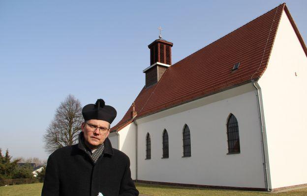 Proboszcz ks. Piotr Spychała mówi, że zawsze przed odpustem parafialnym 19 marca odprawiana jest Nowenna do św. Józefa.