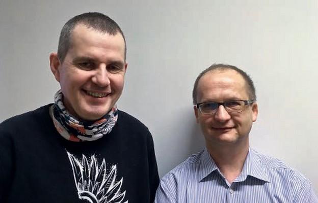Mariusz Trębicki (od lewej) i Jacek Posturak dają świadectwo o tym, jak św. Józef działa w ich życiu