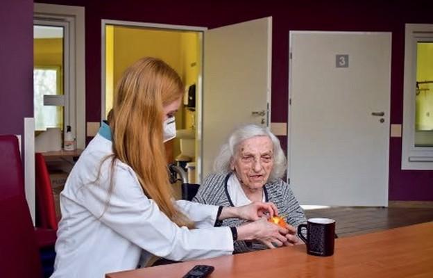 Ewelina Kotysz z pacjentką