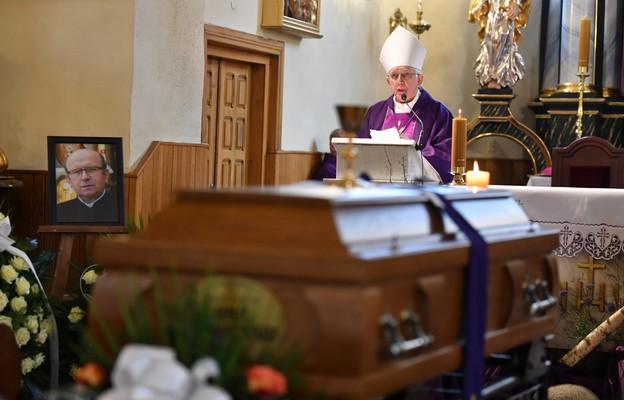Radoszyce: pogrzeb tragicznie zmarłego ks. Myszkowskiego