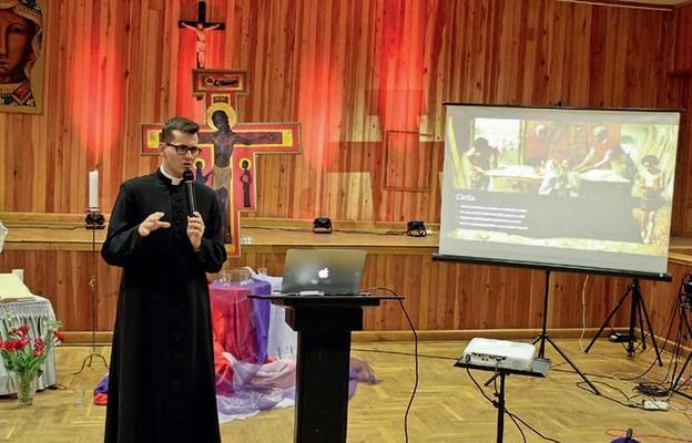 Ks. Łukasz Basisty z Bielawy podczas pierwszego z wykładów o św. Józefie