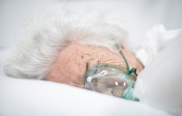 Naukowcy SUM napisali książkę o dalszym leczeniu ozdrowieńców z COVID-19