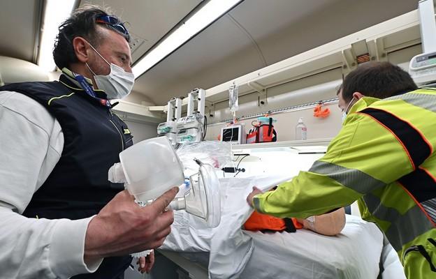 Francja: Ponad 45 tys. nowych zakażeń koronawirusem, lockdown w trzech kolejnych departamentach