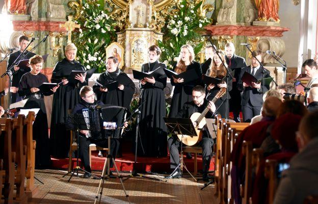 Zespół wokalny pod dyrekcją Marty Monety
