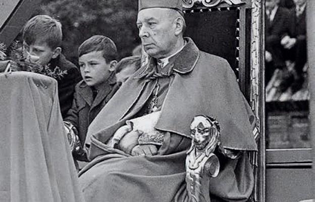 Prymas Stefan Wyszyński podczas koronacji obrazu Matki Bożej Nieustającej Pomocy w Toruniu 1 października 1967 r.