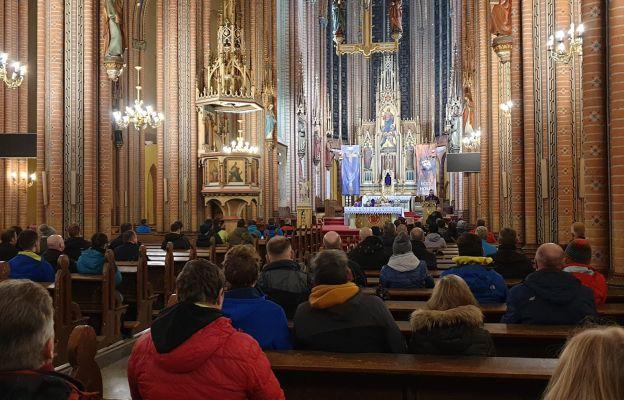 Rodzeństwo Katarzyna Mierzejewska i ks. Marcin Banaczyk po raz pierwszy wyruszyli na jedną z tras Bielawskiej EDK.