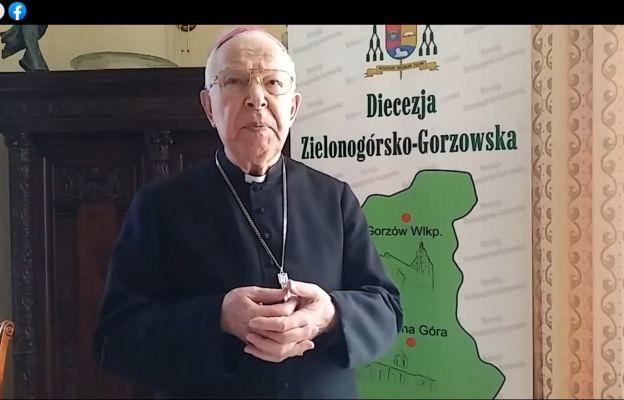 Bp Paweł Socha przybliża tajemnice Kapłaństwa i Eucharystii, które Kościół celebruje w Wielki Czwartek.