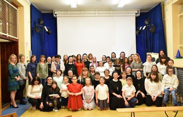 Siostry, wychowawczynie i podopieczne SOW Zgromadzenia Sióstr św. Józefa