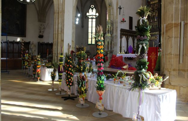 Wielkanocne palmy każdego roku są ozdobą strzegomskiej bazyliki