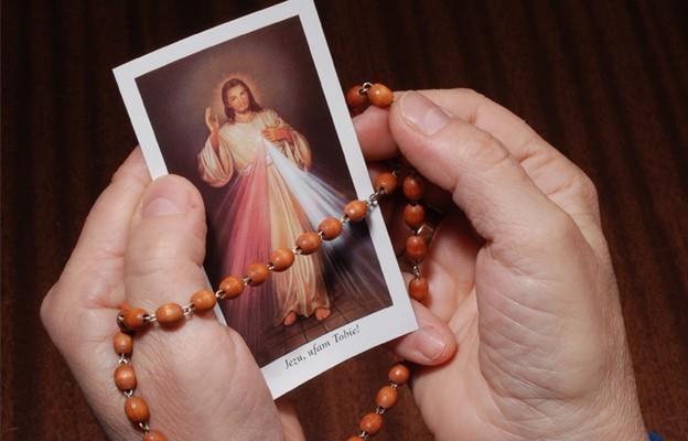 Koło ratunkowe nie tylko dla wierzących