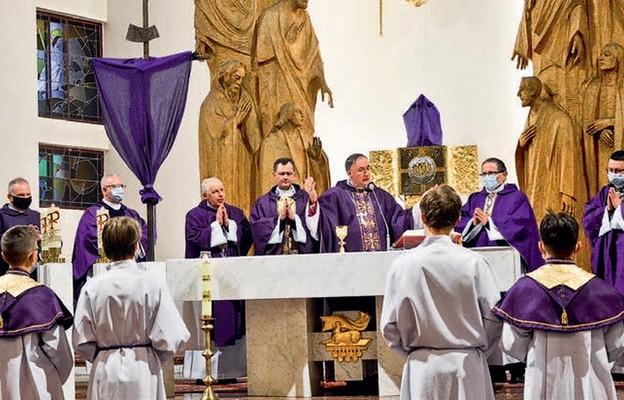 Pod przewodnictwem bp. Andrzeja Jeża kapłani modlili się o rychłą beatyfikację czcigodnego sługi Bożego ks. Franciszka Blachnickiego