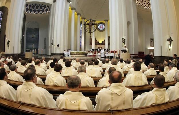 Arch. katowicka: księża w ramach jałmużny postnej zebrali 240 tys. zł na szpital w Mikołowie