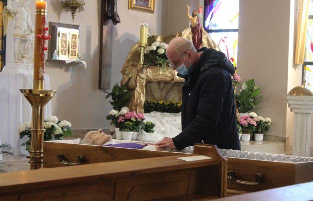 Ciało ks. kan. Henryka Pragi wróciło do świątyni, w której przez blisko 40 lat sprawował Eucharystię
