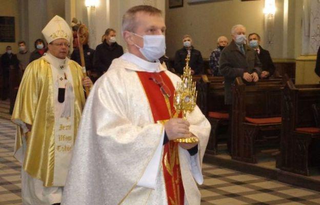 Zgierz: Wprowadzenie relikwii św. Siostry Faustyny do kościoła Św. Katarzyny