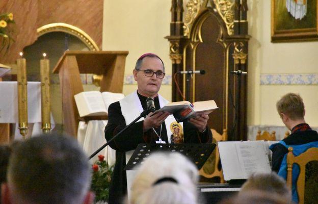 Bp Przybylski: Pismo Święte to testament Boga