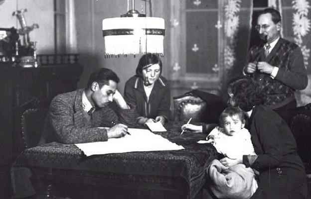 Rodzina uczestnicząca w spisie powszechnym w 1931 r.
