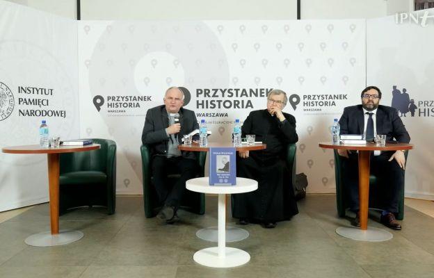 Od lewej: ks. prof. D. Zamiatała, ks. dr A. Poniński, dr hab. Rafał Łatka