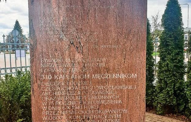 Pomnik upamiętniający obóz dla księży – Konstantynów Łódzki