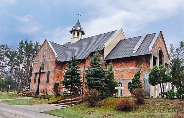 W kościele parafialnym w Smolarzynach wciąż prowadzi się prace wykończeniowe