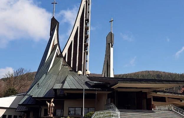 Kościół w Ustrzykach Dolnych jest jednym z kościołów stacyjnych Roku św. Józefa
