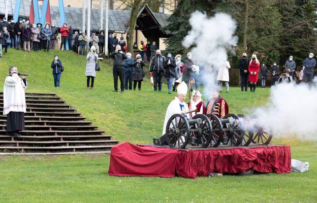 Uroczystości dopełnił salut armatni na rokitniańskich błoniach