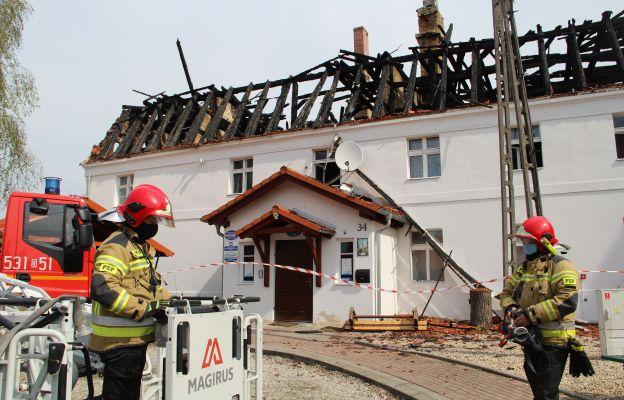 W chwili obecnej budynek plebanii zabezpieczają strażacy. Trwają też ekspertyzy w celu ustalenia przyczyny pożaru