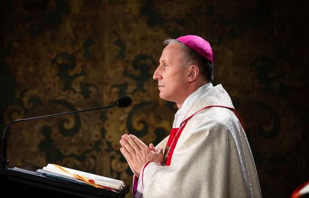 Bp Solarczyk modlił się o beatyfikację sługi Bożego ks. Romana Kotlarza